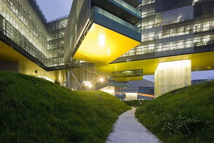 总部建筑在中国,企业之脑的扩张版图
