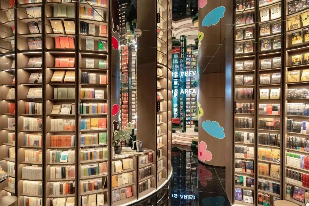 网红书店制造机「钟书阁」又开都江堰新店,11家爆款门店为何个个出圈?