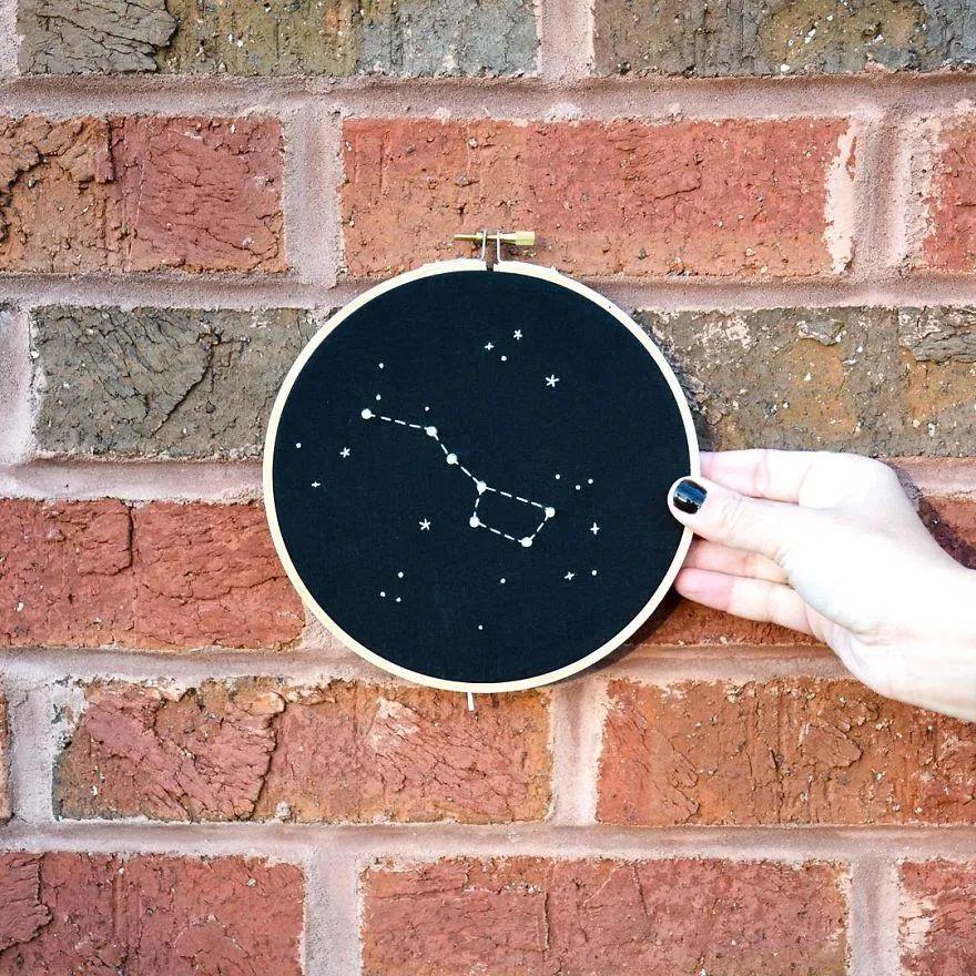 太酷了!艺术家以黑夜为灵感,刺绣神秘的外星人和UFO